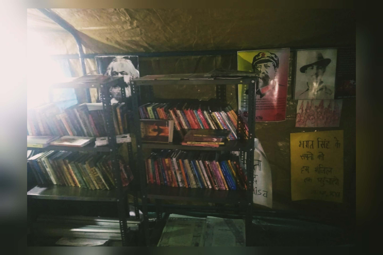 Library is also available at Singhu border सिंघु किसान प्रदर्शन स्थल पर लाइब्रेरी