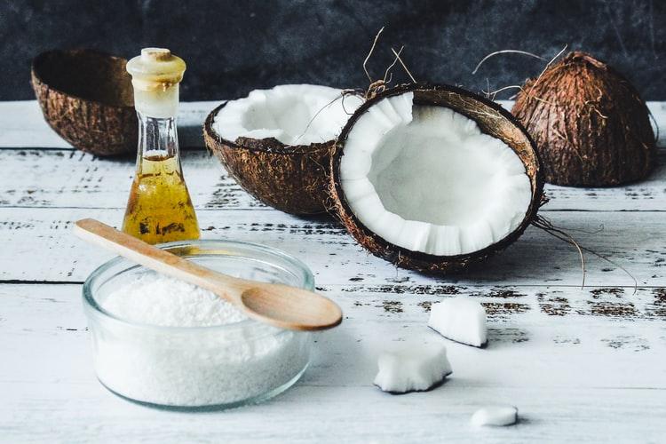 5 benefits of using coconut oil on hair नारियल तेल