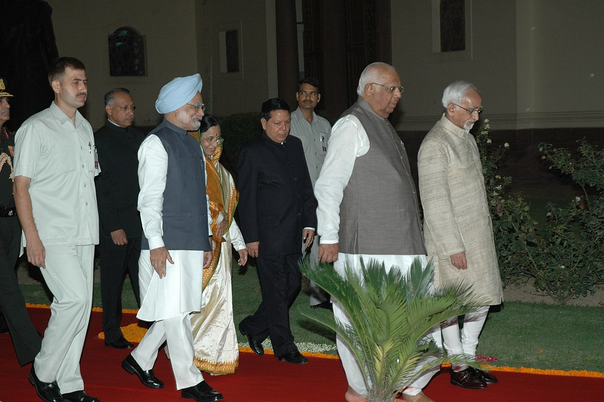 DR. HAMID ANSARI by many a happy accident recollections of a life मोहम्मद हामिद अंसारी