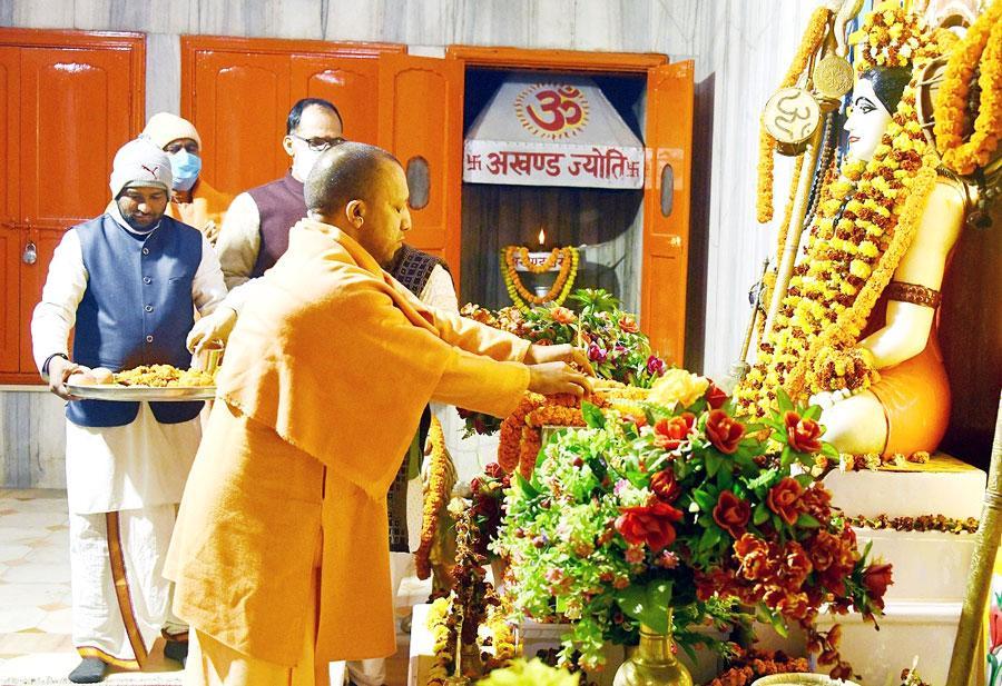 सदियों पुरानी है गोरखनाथ मंदिर में खिचड़ी चढ़ाने की परंपरा