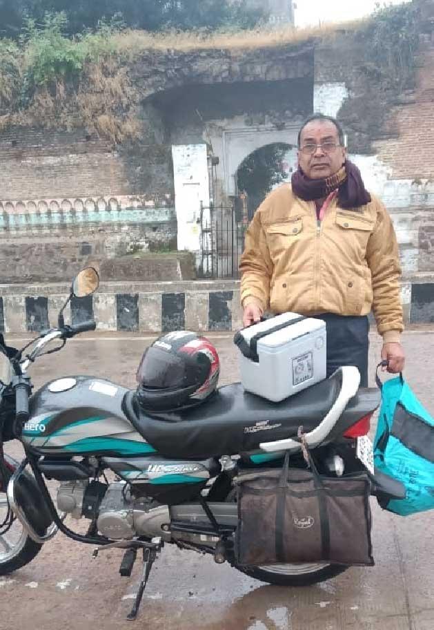 मप्र में चिड़ियों का सेंपल पहुंचाने पिता ने बेटे के साथ किया 350 किमी बाइक से सफर
