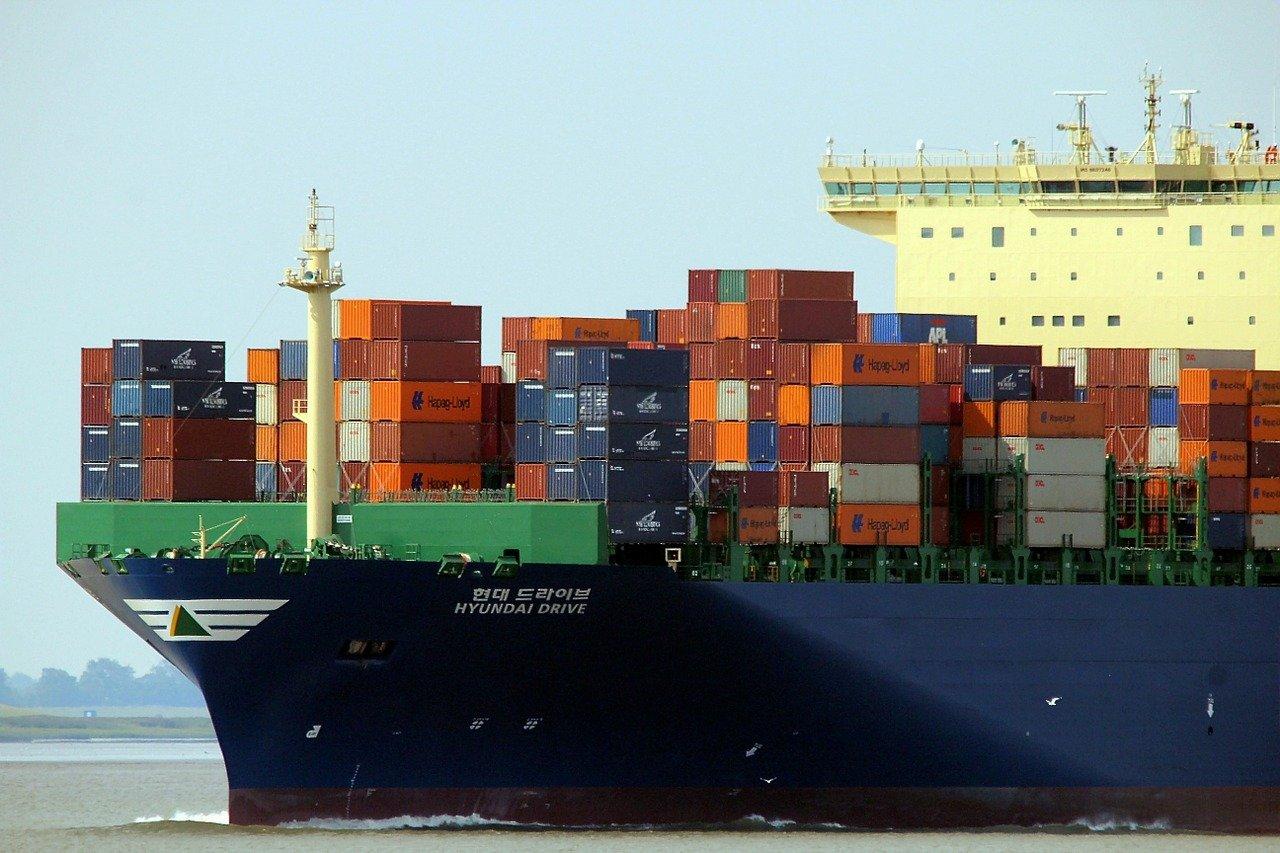 हिन्द महासागर व्यापार के लिए एक अहम माध्यम है
