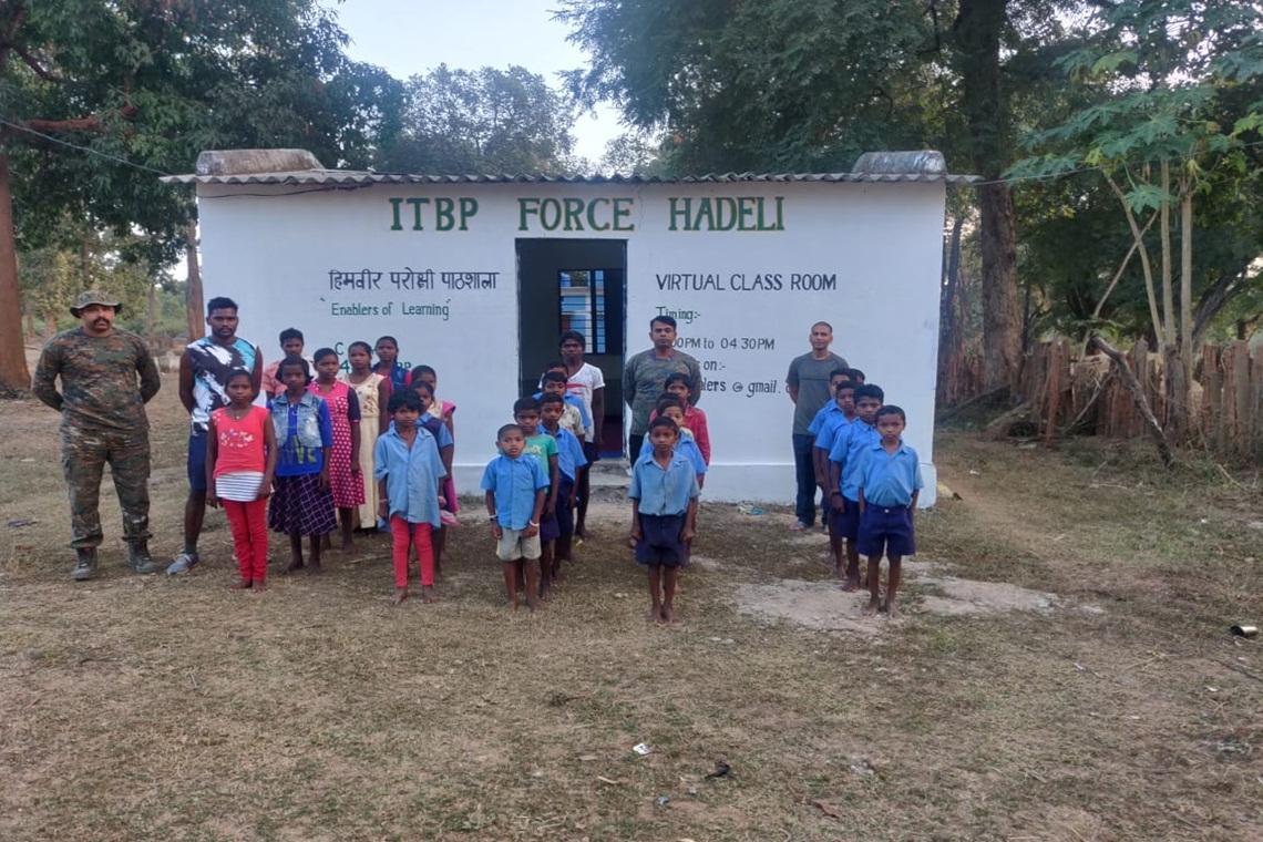 छत्तीसगढ़ : आईटीबीपी शिक्षक 'स्मार्ट' क्लास में