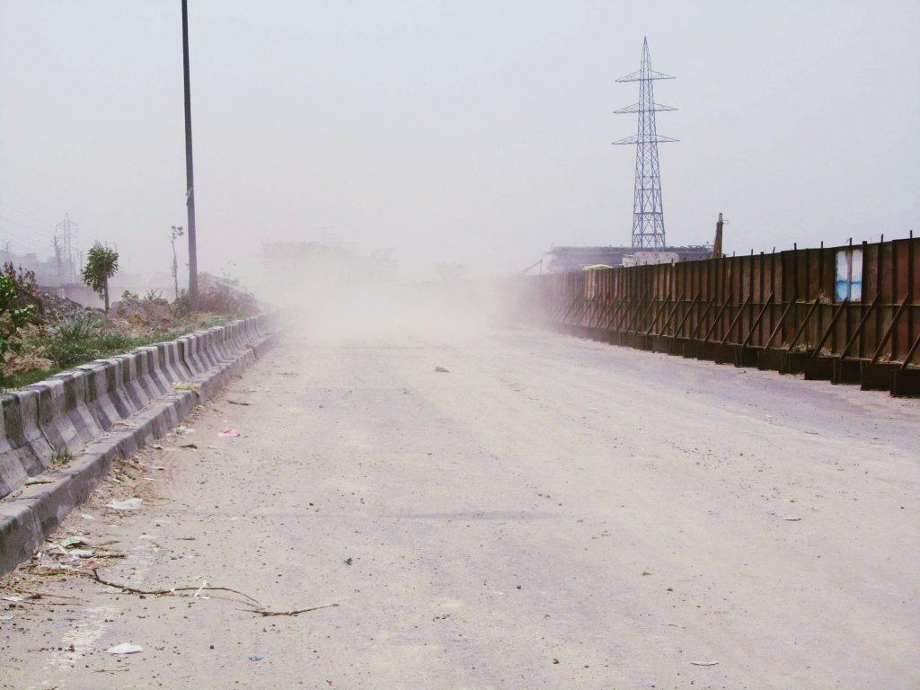 दिल्ली में मैनुअल सफाई के कारण बढ़ रहा धूल व वायु प्रदूषण का स्तर