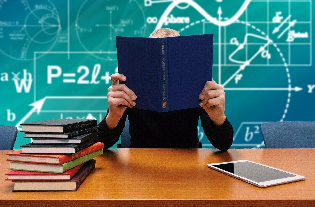 शिक्षा मंत्रालय स्कूल ड्रॉप आउट रेट कम करने को राज्यों संग काम करेगा
